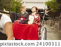 外国妇女乘坐人力车和日本妇女 24100311