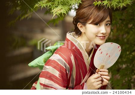 和服女性肖像 24100434