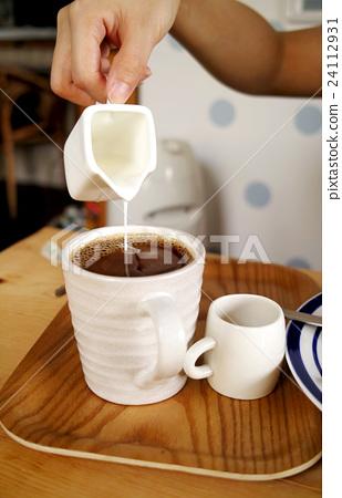 咖啡和膠嬸,女主人的普通房間內硧硌上瓸,木板糖 24112931
