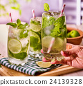 cocktail alcohol ice 24139328