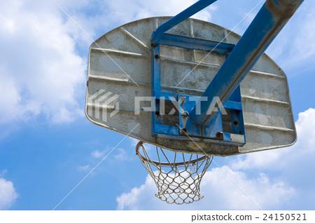 A blue sky basketball goal 24150521