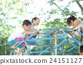 孩子們在玩遊樂場設備 24151127