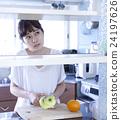 厨房女性肖像 24197626