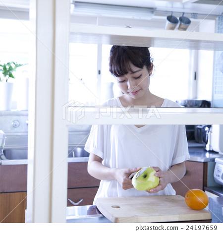 厨房女性肖像 24197659