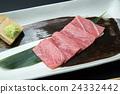 quality tuna, fat under-belly of tuna, northern bluefin tuna 24332442