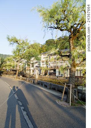 Morning hot spring town 24367664