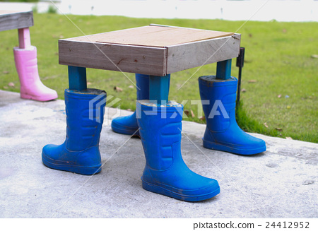 Rubber boots are used to make table legs. 24412952