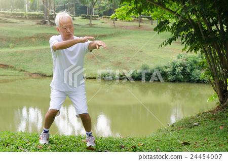 asian senior man performing tai chi 24454007