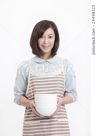 Middle aged women with dishes 24498325