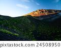 朝日の当たる富士山、宝永火口と山頂 24508950