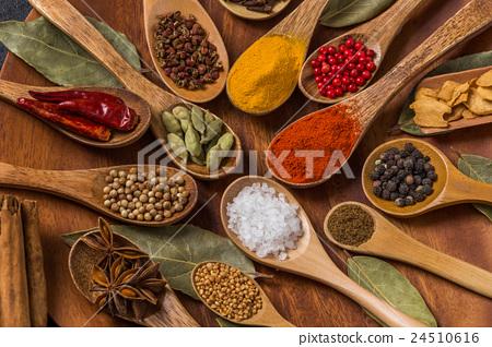 인도 향신료 단체 사진 Spice India dish of the curry 24510616