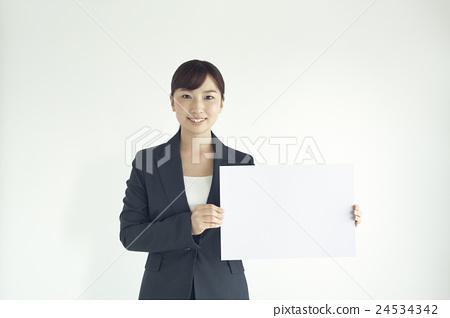 메시지 보드를 가진 미소 비즈니스 우먼 24534342