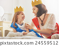 queen and princess in gold crowns 24559512