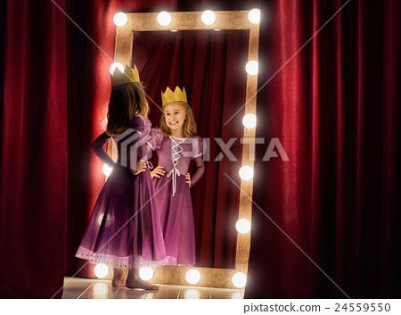 Cute little actress. 24559550
