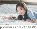 girl lying on bed with newborn American Shorthair 24638395
