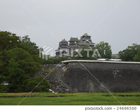 Kumamoto castle Ninomaru's stone wall damaged by the Kumamoto earthquake 24696500