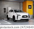 입체 주차장에 충전하는 백색의 전기 자동차 SUV 24724640