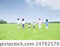 3 세대 가족 초원 24762570