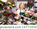 Florist having a basket with hydrangea 24771930