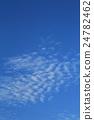 ท้องฟ้าสีครามและมีเมฆมาก 24782462