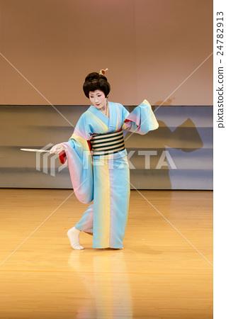 A woman dancing Japanese dance 24782913
