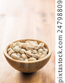 The pistachio nuts. 24798809