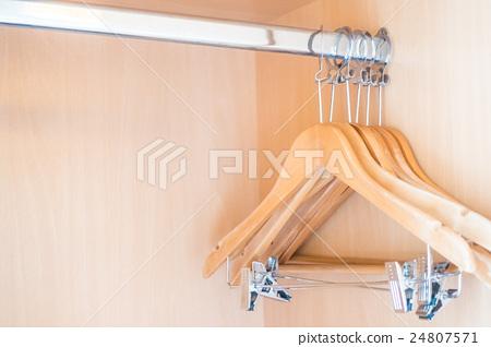 clothes hanger 24807571