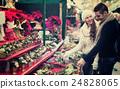 Couple buying christmas decorations. 24828065