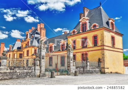 Suburban Residence of the France Kings  24885582