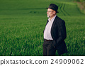 old man in field 24909062