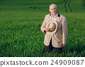 old man in field 24909087