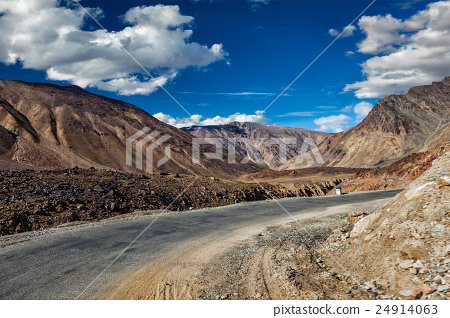 Manali-Leh road in Himalayas 24914063