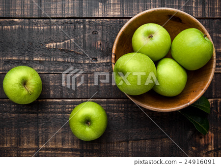 Stock Photo: Green organic healthy apples in bowl on wood