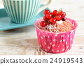 cake with currants 24919543