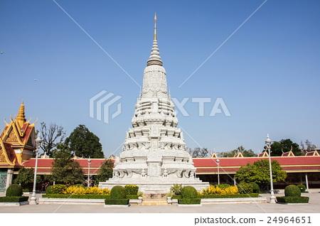 The royal palace in Phnom Penh, Cambodia. 24964651