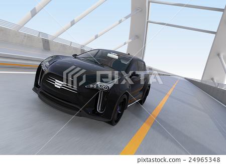 아치교로 주행하는 블랙의 전기 자동차 SUV 24965348