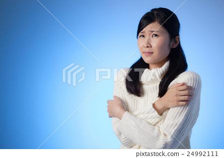 Women, knit, cold, trembling, warming, blue back 24992111