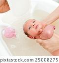 Newborn first bath 25008275