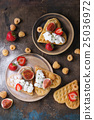 Wafers with berries 25036972