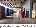 物流仓库和集装箱的入口 25045414