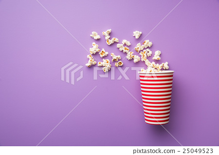 popcorn in paper cup 25049523