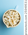 Popcorn in cup. 25049531
