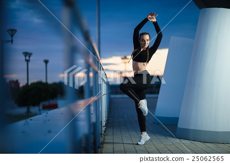 fitness girl workout at modern urban area sunset 25062565