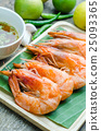 Grilled prawns served with spicy sauce 25093365