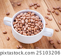 Close up Brown pinto beans in white bowl  25103206