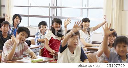 Elementary school class image 25107799