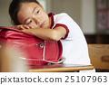 少女 教室 小学生 25107963