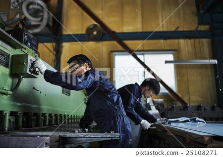工廠裡的工匠 25108271