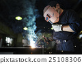 Welding operation 25108306
