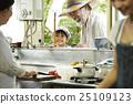 孫子或孫女 偷看 廚房 25109123